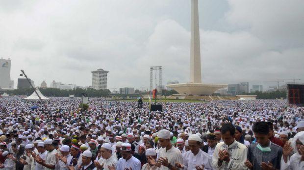 آلاف الإندونيسيين يتظاهرون احتجاجا على التحقيق مع مؤسس