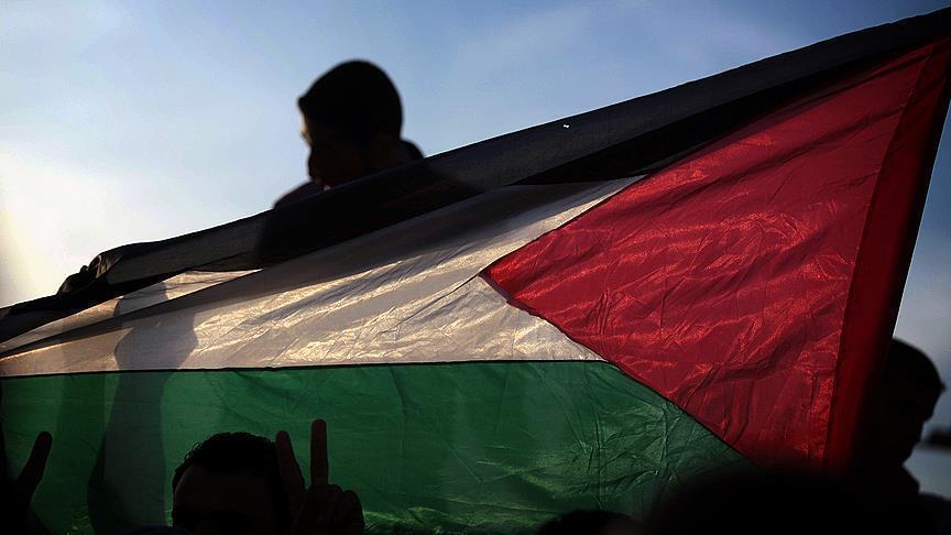 آلاف الفلسطينيين يشيعون القيادي