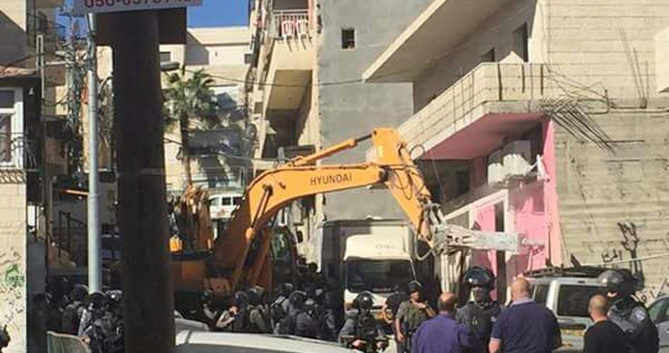 آليات الاحتلال تهدم 5 منازل شرق القدس