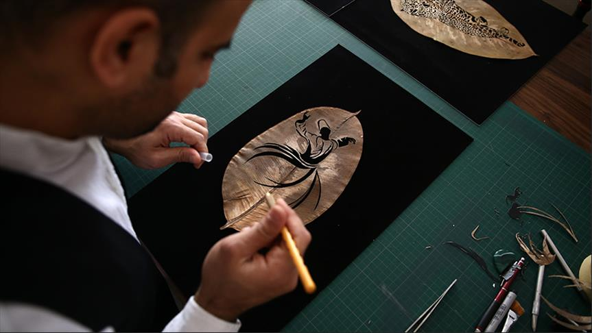 """""""أردم"""".. فنان تركي يبدع على أوراق الشجر (تقرير)"""