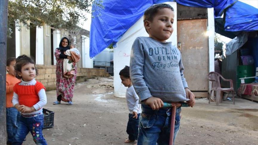 أطفال سوريون بلبنان.. غياب التسجيل يغتال البراءة