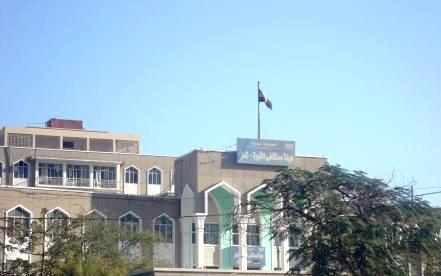 أكبر مستشفى حكومي في تعز اليمنية يتوقف عن العمل