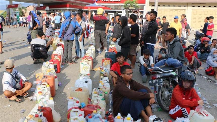 إندونيسيا.. متضررو الزلزال يعانون صعوبات في توفير مستلزماتهم