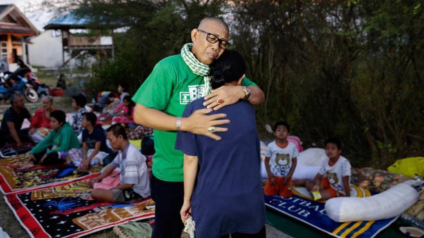 ارتفاع حصيلة قتلى زلزال إندونيسيا إلى 832