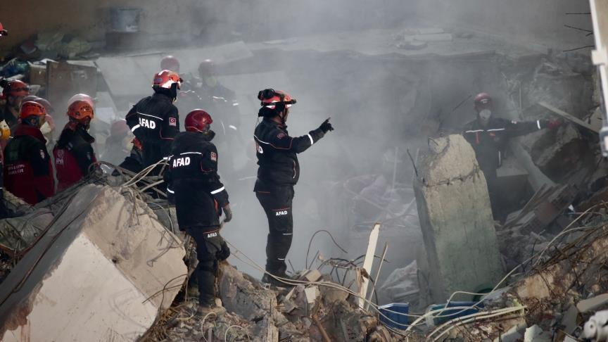 ارتفاع ضحايا انهيار مبنى في إسطنبول إلى 16