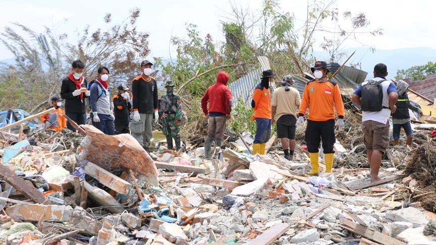 الآلاف لا يزالون تحت الأنقاض جراء زلزال وتسونامي إندونيسيا