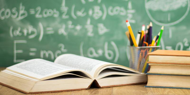 الأطفال يتعرفون على قواعد القراءة والكتابة في سن مبكرة