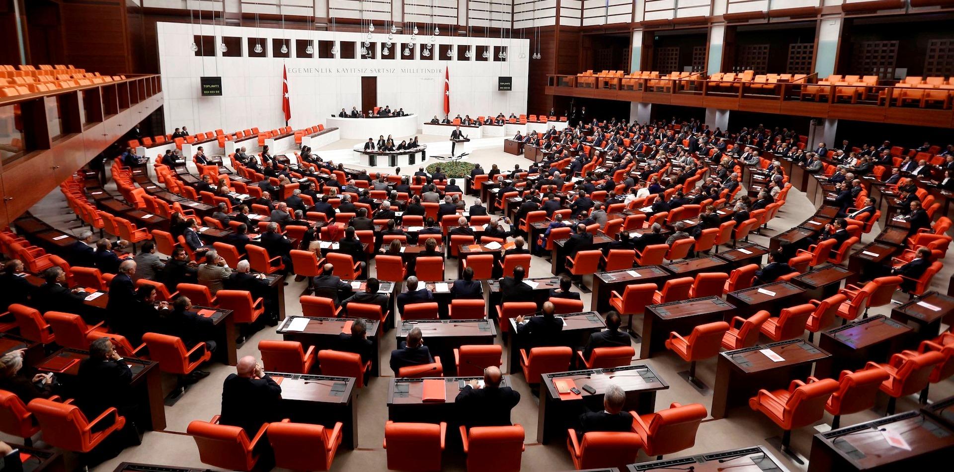 البرلمان التركي يُقر أربع مواد من مقترح التعديل الدسوري