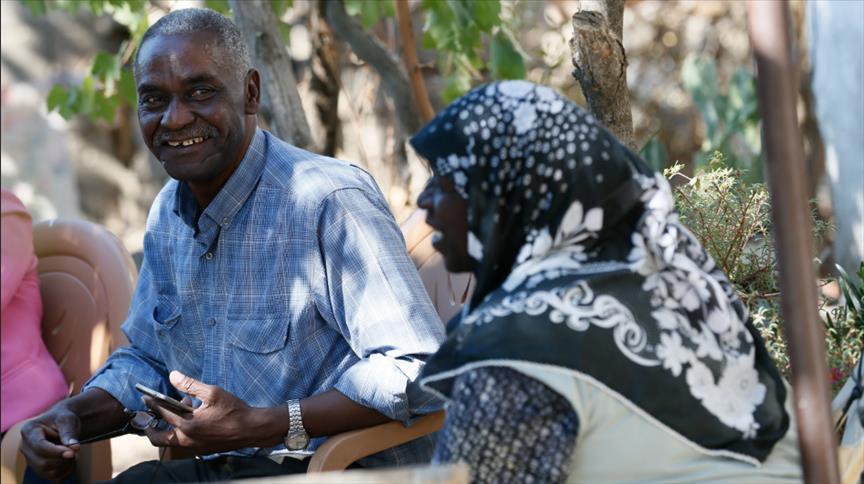 البشرة إفريقية.. واللغة تركية والموطن إزمير