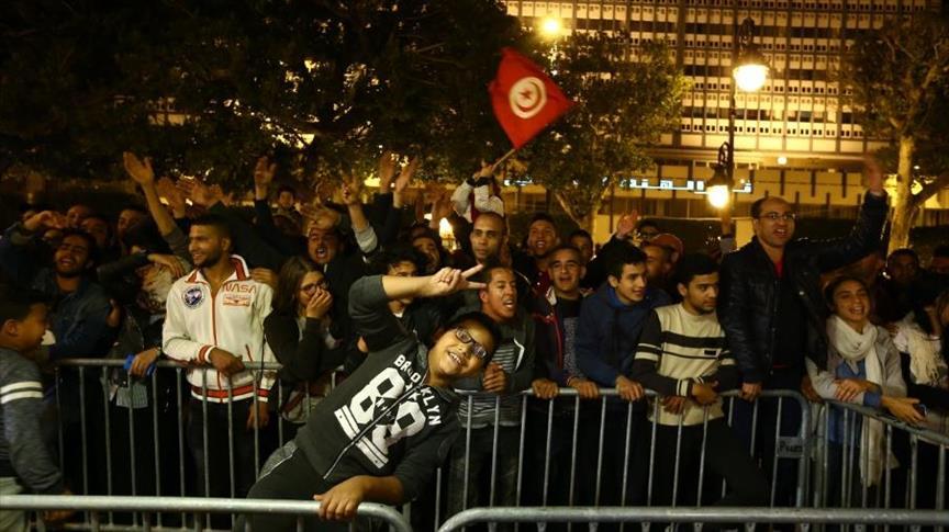 الجماهير التونسية تحتفل بالتأهل الخامس لكأس العالم