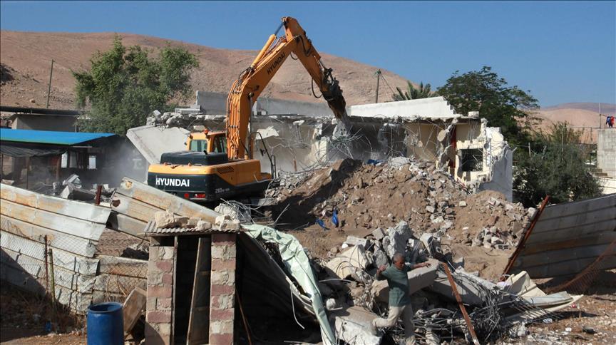 الجيش الإسرائيلي يهدم 40 مسكنا وحظيرة مملوكين لفلسطينيين شرق القدس