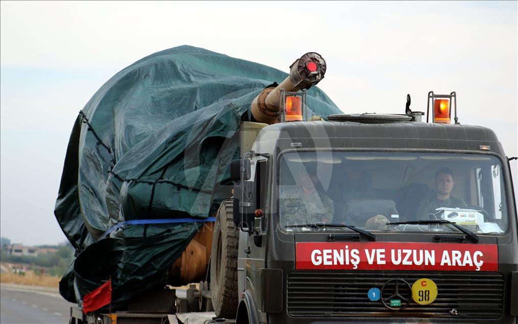 الجيش التركي يدفع بتعزيزات جديدة إلى الحدود مع سوريا