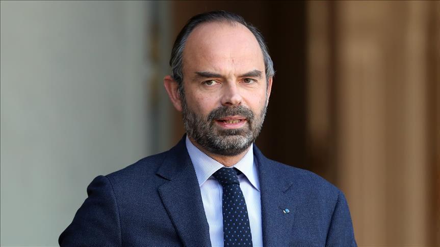 الحكومة الفرنسية تعلن إلغاء الضرائب على الوقود للعام المقبل