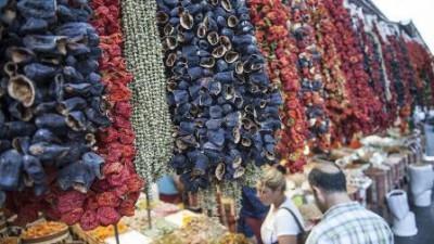 الخضروات المجففة تزين أسواق غازي عنتاب التركية