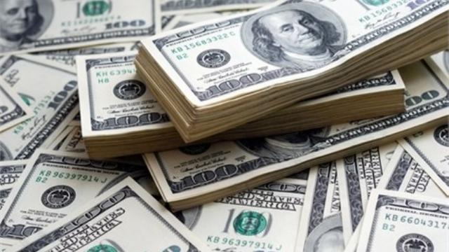 الدولار يهبط أمام الجنيه المصري.. فهل تنخفض أسعار السلع؟
