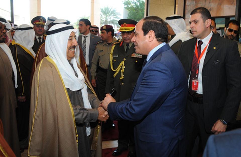السيسي يقر مرسوما يتيح بيع أراض مصرية لأمير الكويت