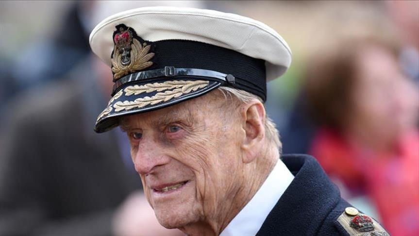 الشرطة البريطانية تطالب الأمير فيليب بارتداء حزام الأمان