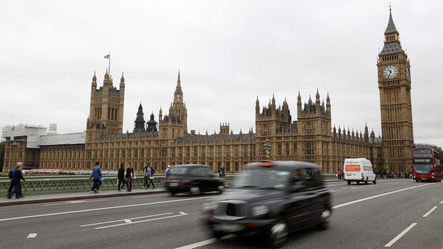 الشرطة البريطانية تعزز انتشارها في محيط البرلمان