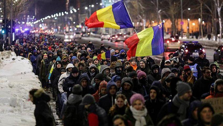 الشعب الروماني يواصل مظاهراته ويطالب الحكومة بالاستقالة