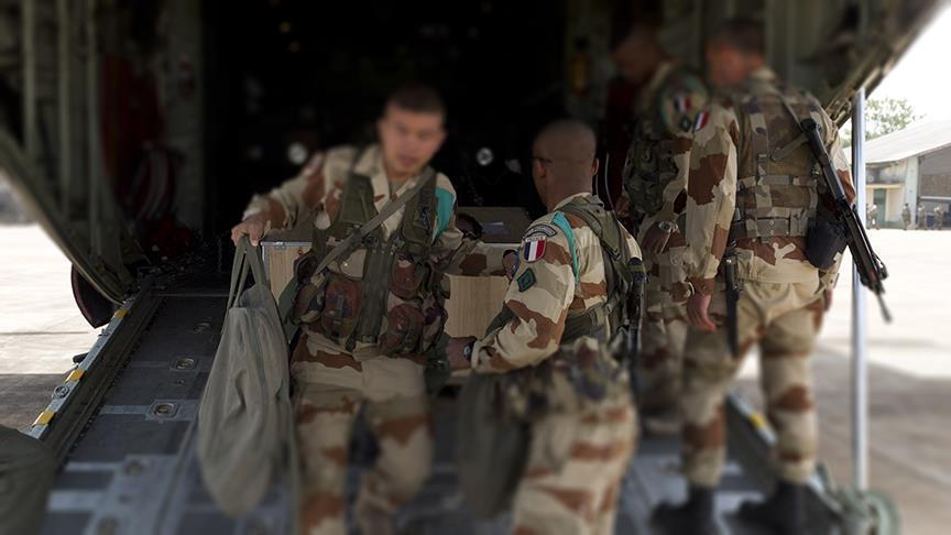 القوات الفرنسية تنشر 6 مدافع بمناطق سيطرة