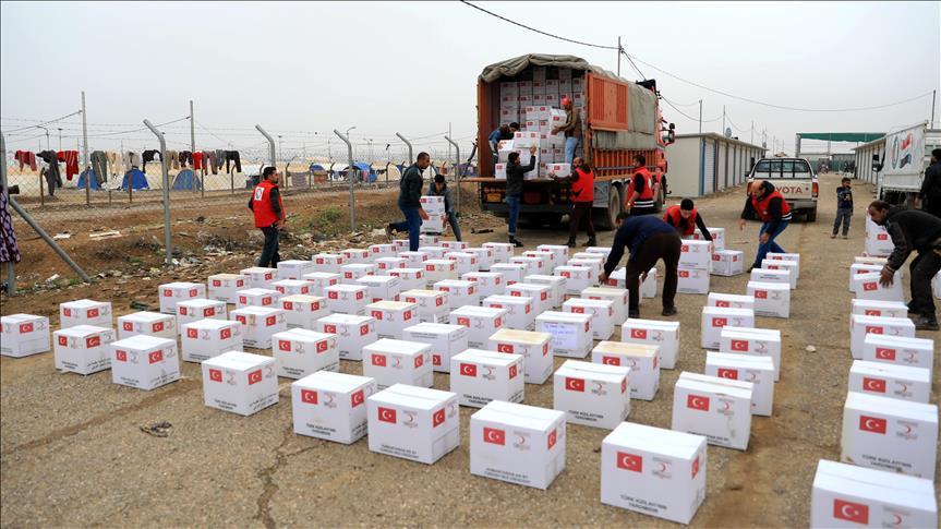 الهلال الأحمر التركي يقدم مساعدات إنسانية لمتضرري السيول بالعراق