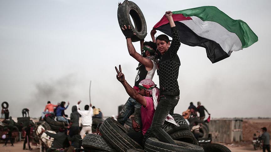 بدء توافد المواطنين نحو حدود غزة للمشاركة في جمعة