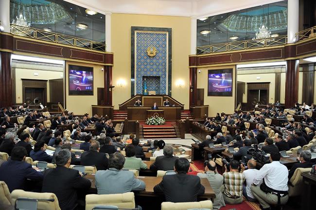برلمان كازاخستان يصادق على تعديل دستوري يقلص صلاحيات الرئيس