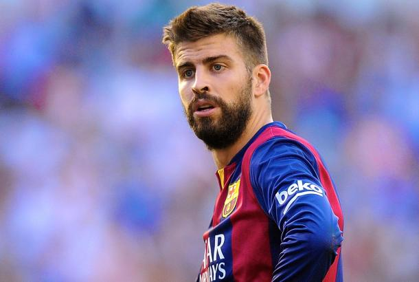 بيكيه لاعب برشلونة في رحلة سفاري بصحراء قطر