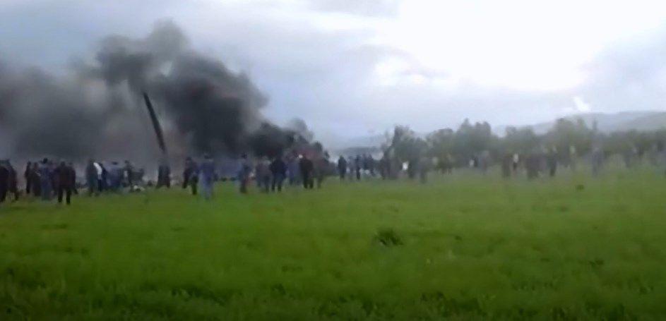 تحطم طائرة عسكرية جزائرية على متنها 200 شخص قرب مطار بوفاريك