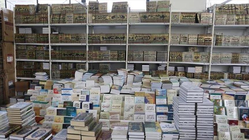 تراجع الدينار الجزائري يلهب أسعار الكتب ويصدم الناشرين والقراء (تقرير)
