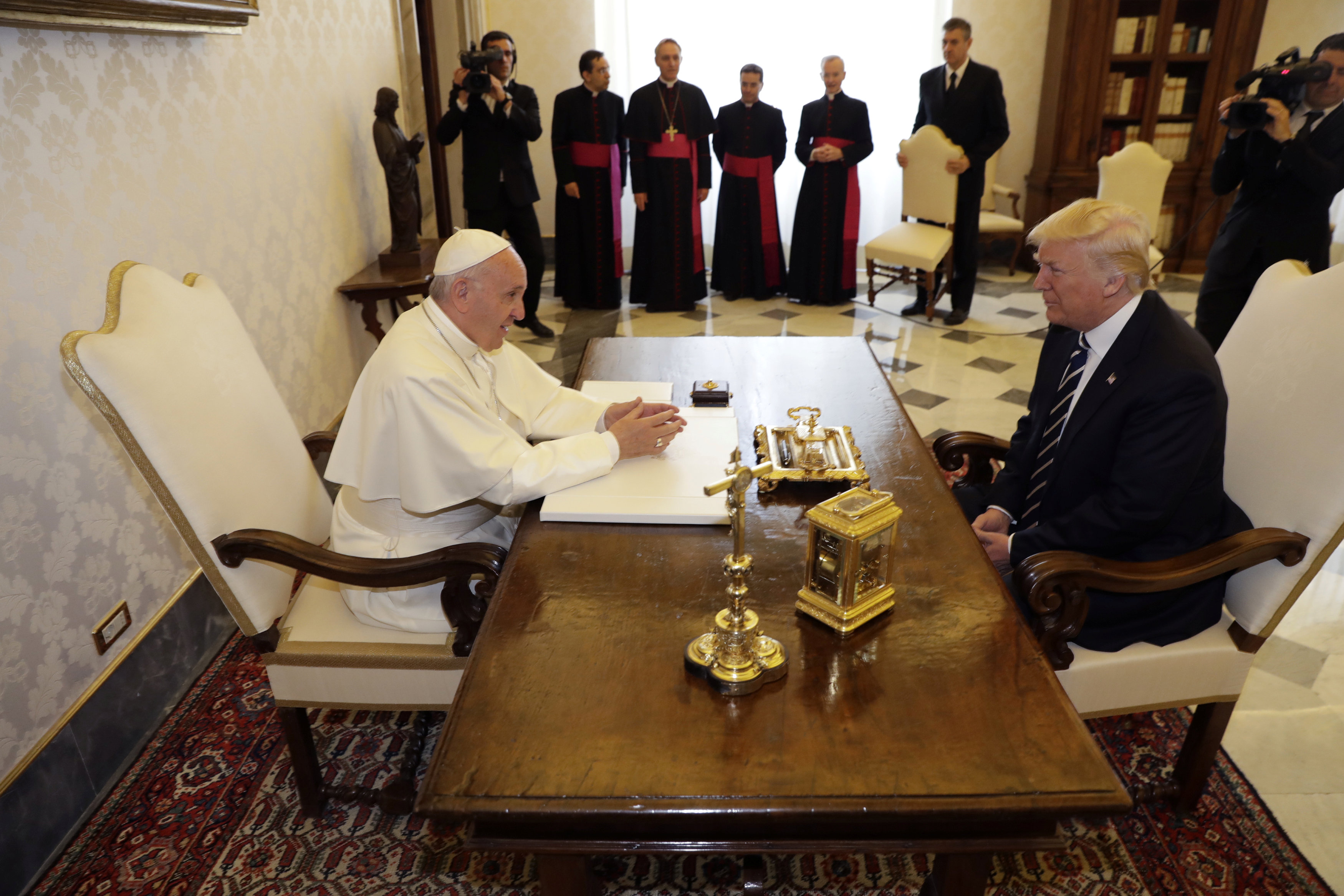 ترامب يجري أول لقاء مع البابا فرانسيس في الفاتيكان