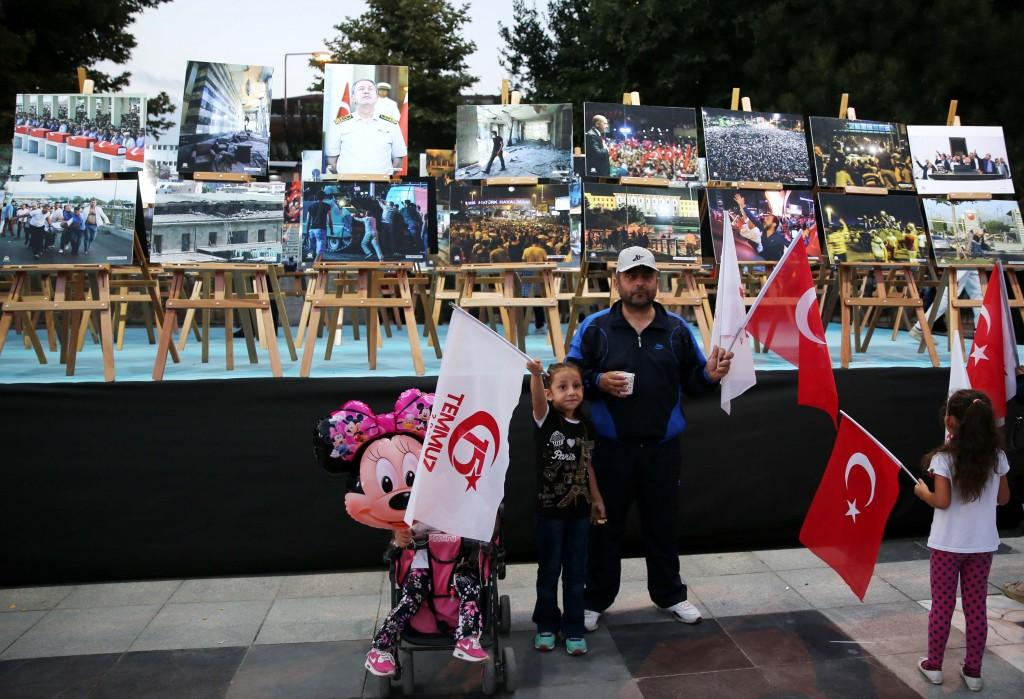 تستعرض صور الانقلاب الفاشل في جميع الولايات التركية