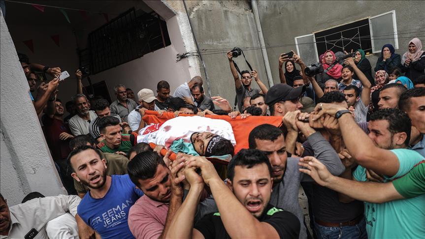 تشييع جثمان فلسطيني استشهد بقصف إسرائيلي شمالي غزة