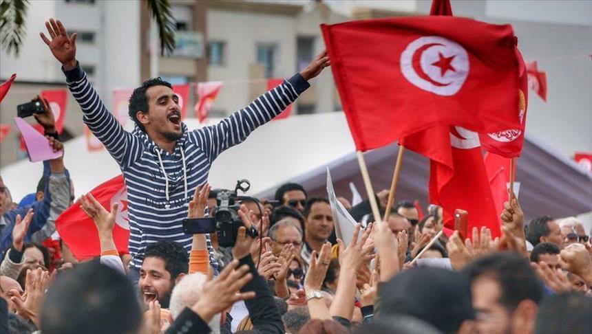 تونس.. أكبر نقابة عمالية تتمسك بالإضراب العام وتهدد بالتصعيد