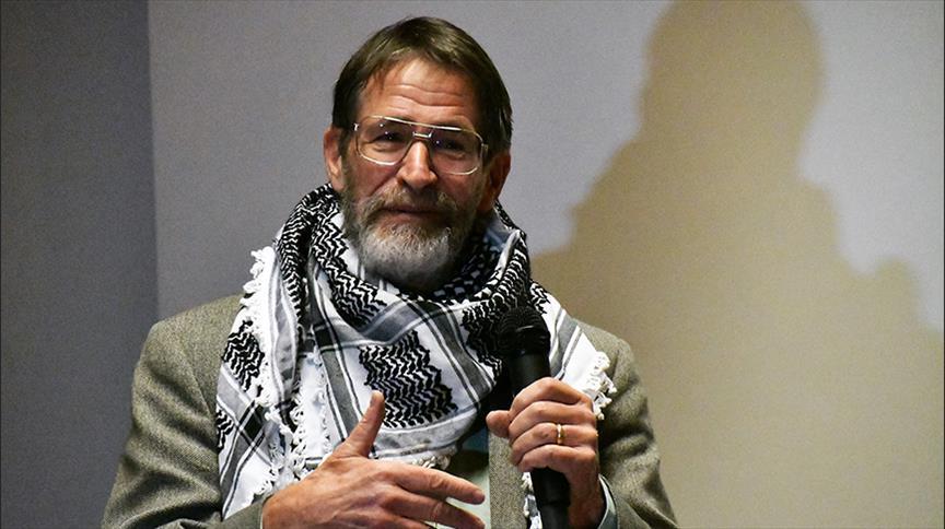 جورج سميث الفائز بنوبل الكيمياء: إسرائيل تنتهك القواعد الدولية
