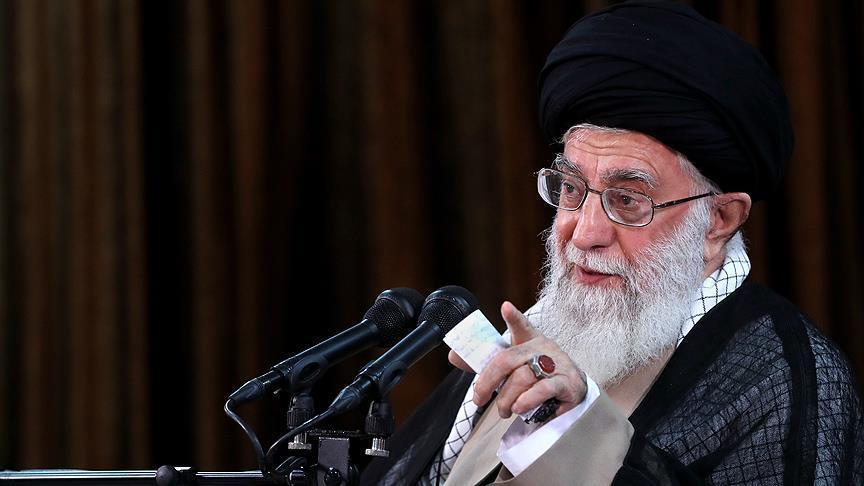 خامنئي يلوح باحتمالية انسحاب إيران من الاتفاق النووي