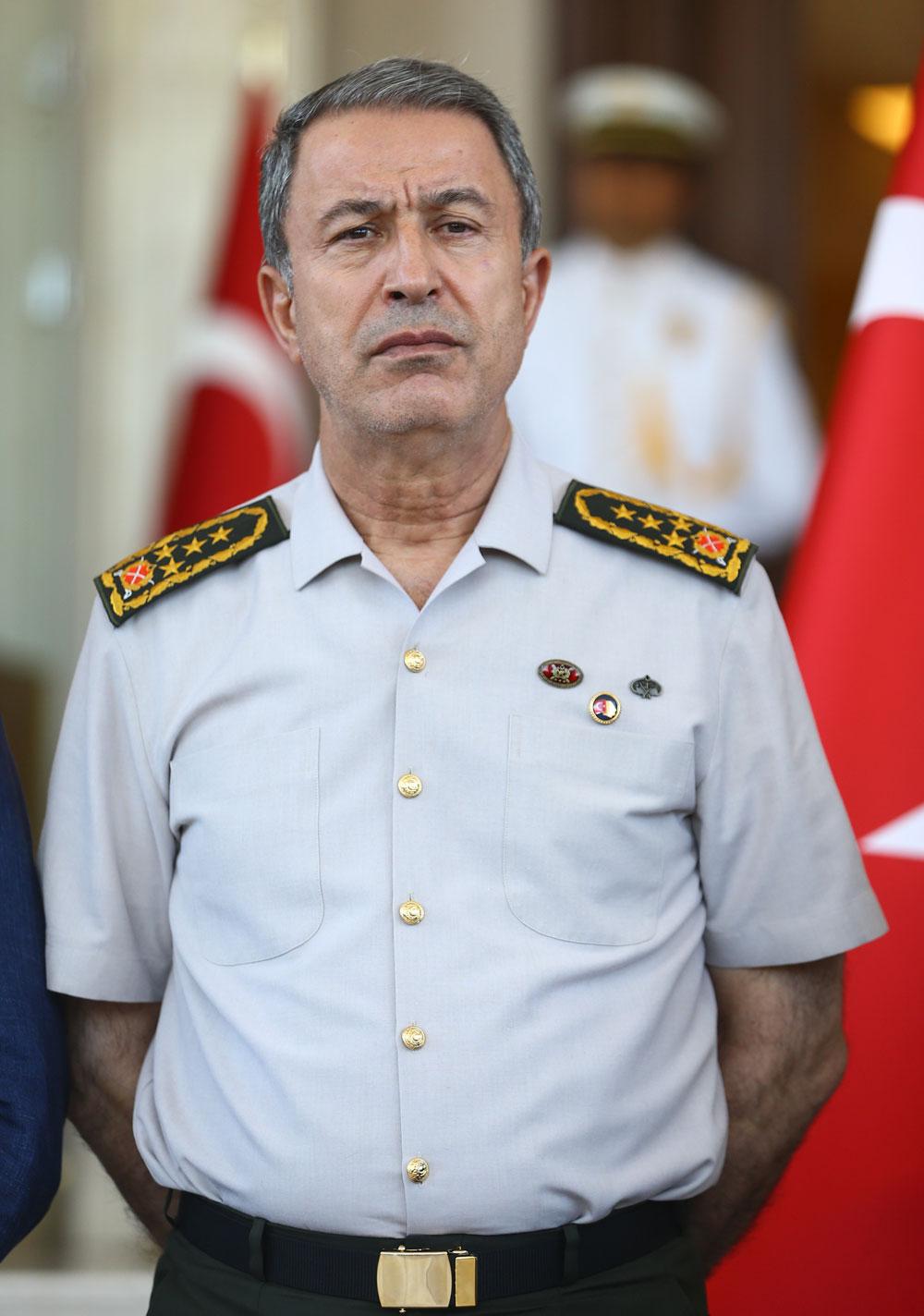 رئيس الأركان التركية يتفقد وحدات عسكرية على الحدود الجنوبية