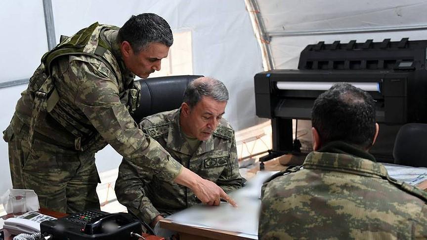 """رئيس الأركان التركي يتفقد عملية """"غصن الزيتون"""" من الجو"""
