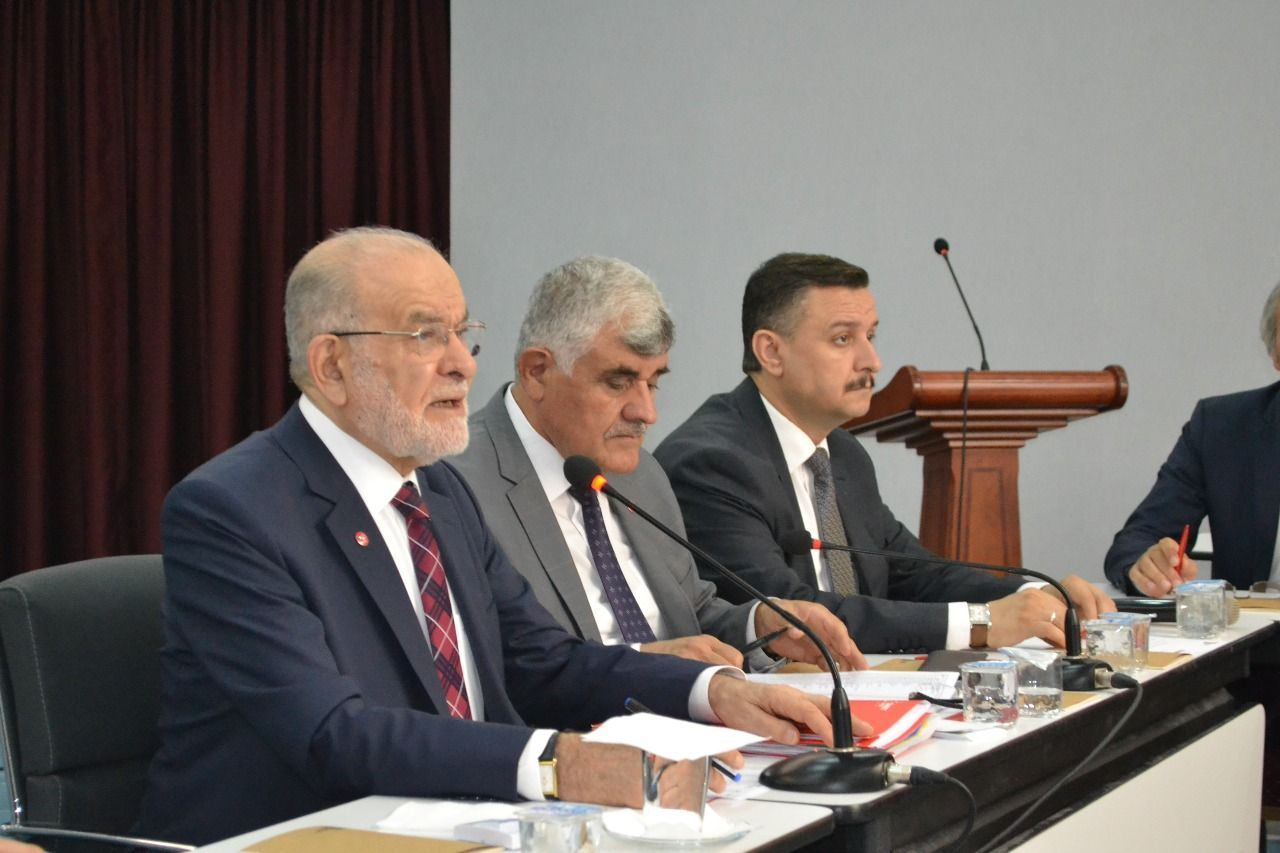 رئيس حزب السعادة: يجب محاكمة القس الأمريكي في تركيا