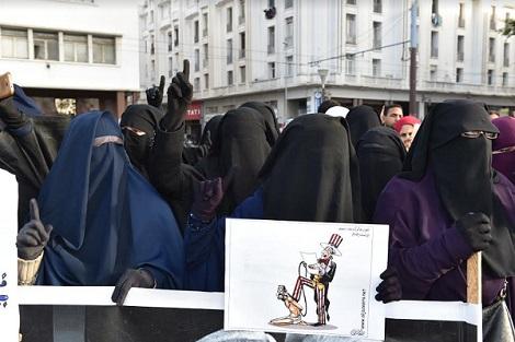 سلفيون بالمغرب يحتجون على منع إنتاج وتسويق البرقع