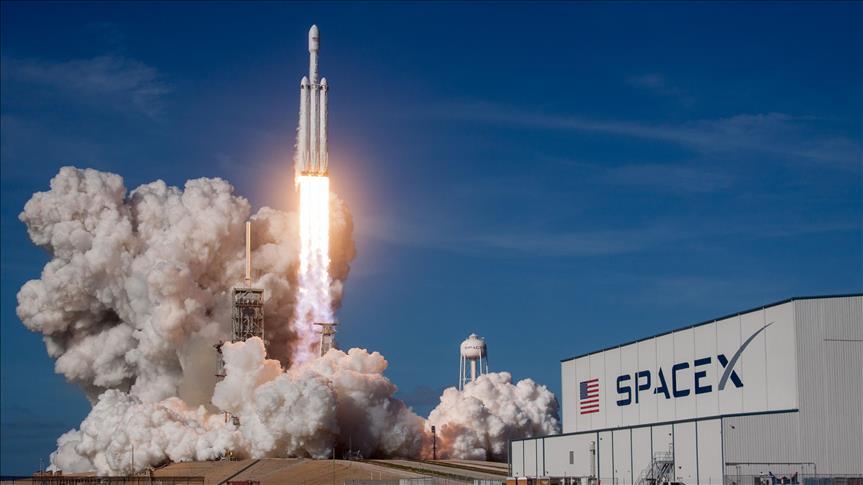 """شركة """"سبيس إكس"""" تطلق أقوى صاروخ في العالم"""