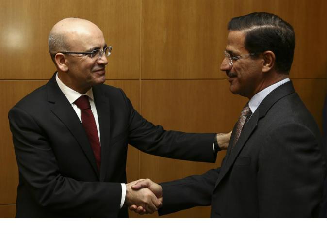 شيمشك يلتقي وزير الاقتصاد الإماراتي في أنقرة