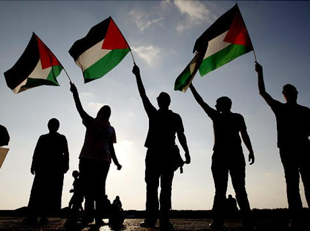 فلسطينيون يطالبون بالإفراج عن أبنائهم من السجون الإسرائيلية