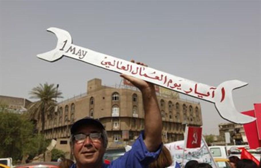 في عيدهم..العمال العراقيون يطالبون بتحسين أوضاعهم