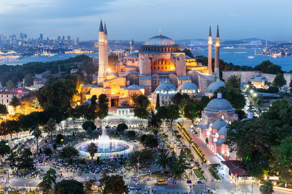 في 15 عامًا.. إسطنبول تستقبل سواحًا أكثر من عدد سكان تركيا