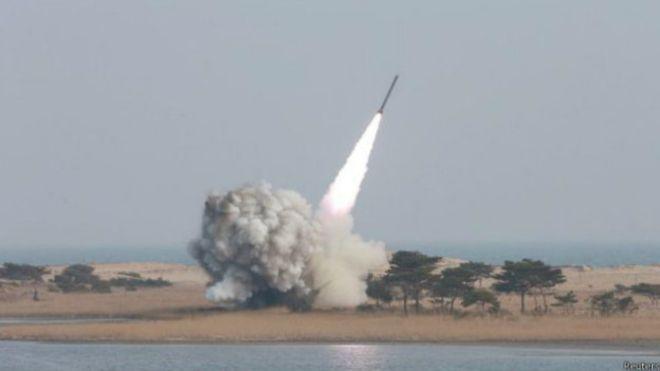 كوريا الشمالية تطلق صاروخا باليستيا ثالثا خلال 3 أسابيع