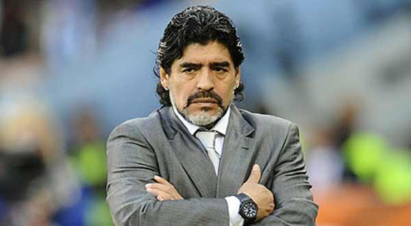 مارادونا يهاجم مدرب الأرجنتين ويصف البرازيلي ألفيش بـ
