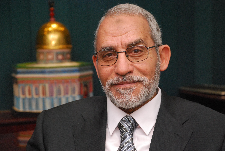 محكمة عسكرية مصرية تقضي بحبس مرشد الإخوان 10 سنوات و 48 آخرين بالموبد غيابياً