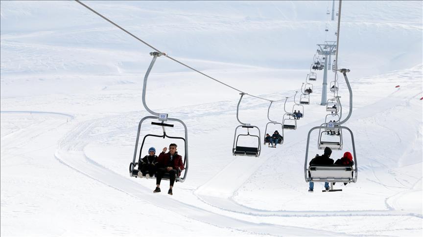 مرعش التركية.. إقبال كبير على مراكز التزلج والمياه المعدنية الحارة
