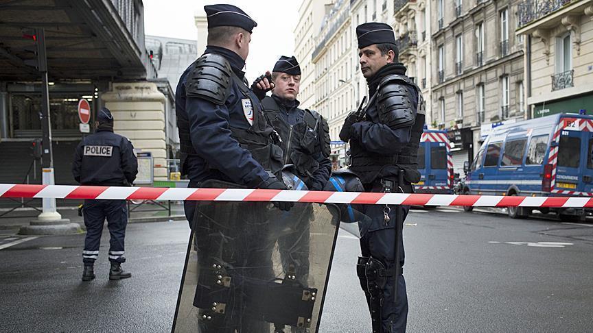 مسلح يحتجز رهائن داخل محل تجاري جنوبي فرنسا